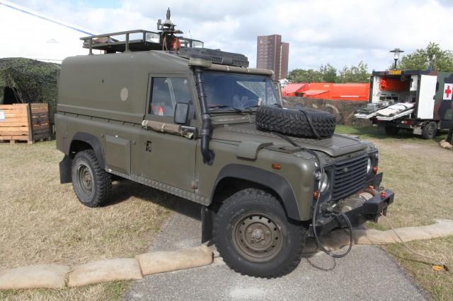 Land_Rover_Defender_Netherlands_Marine_Corps_-_Flickr_-_Joost_J._Bakker_IJmuiden_(1)