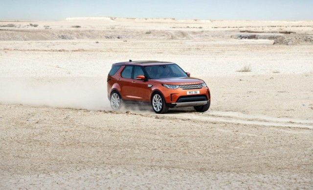 2017-Land-Rover-Discovery-109-876x535