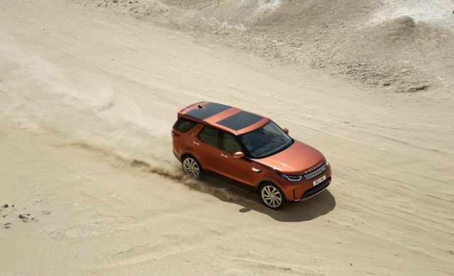 2017-Land-Rover-Discovery-113-876x535