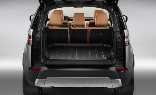 2017-Land-Rover-Discovery-136-876x535