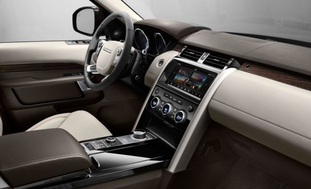 2017-Land-Rover-Discovery-143-876x535