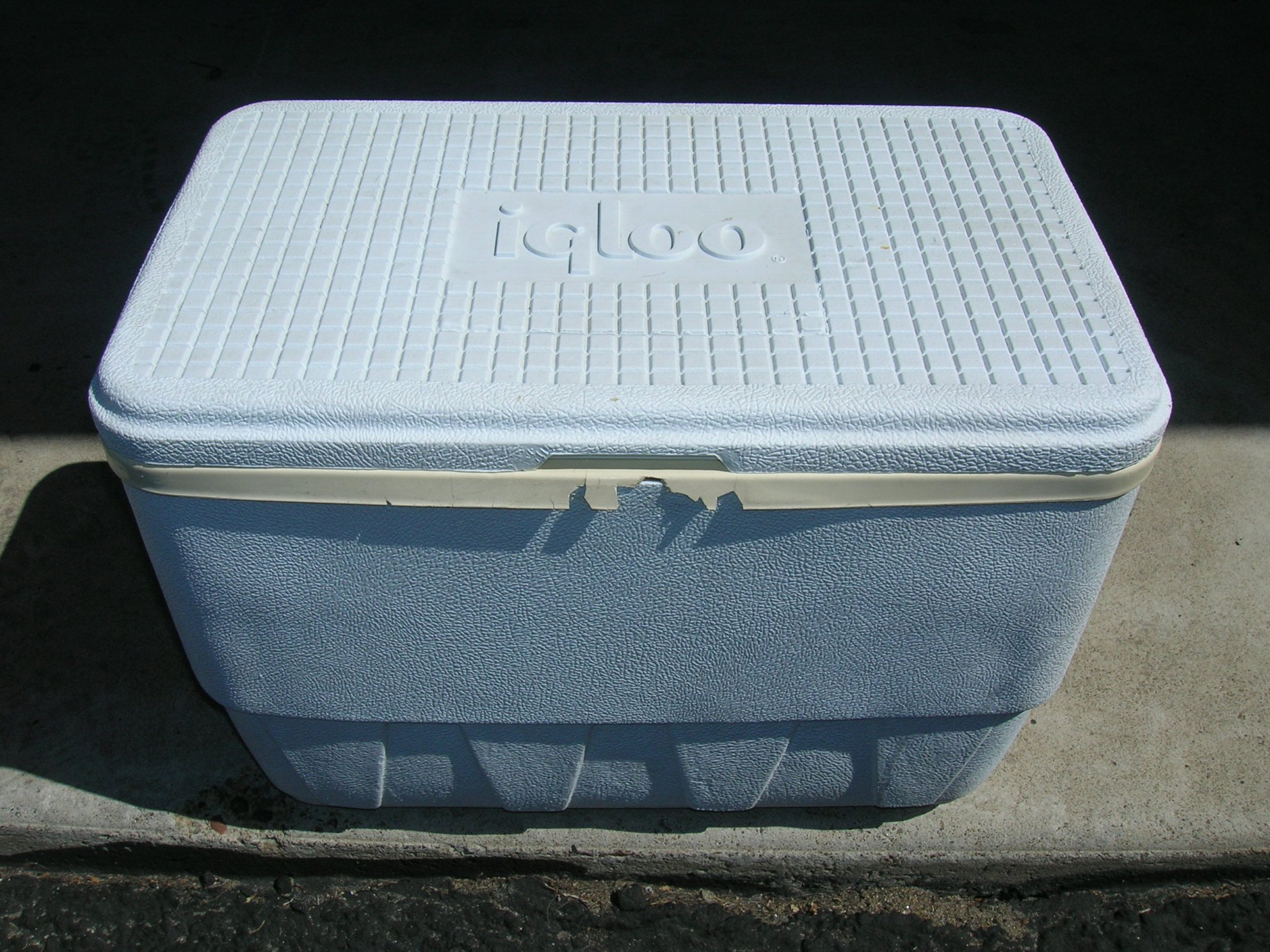 Assorted coolers ice chests vintage coleman igloo - Igloo vintage ...