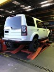 Discovery 4 fitting 275 55 R20 tyres.JPG