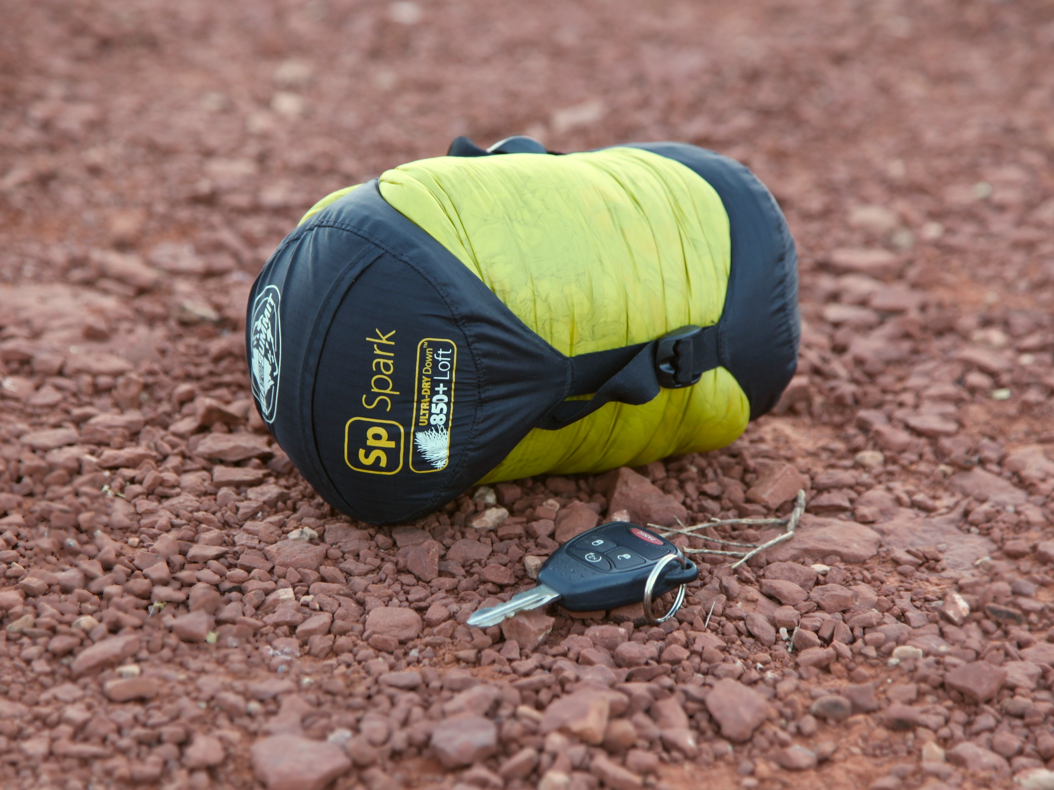 a guide on choosing the ideal sleeping bag Choosing the best dry bags and kayak bags whether your adventures involve whitewater, helmets and a white-knuckled grip on your paddle, or a rod, reel,  large bags – large dry bags are ideal for sleeping bags,  if your bag's d-ring fails, you may end up chasing your dry bag for miles down the river, for example the best dry bags.