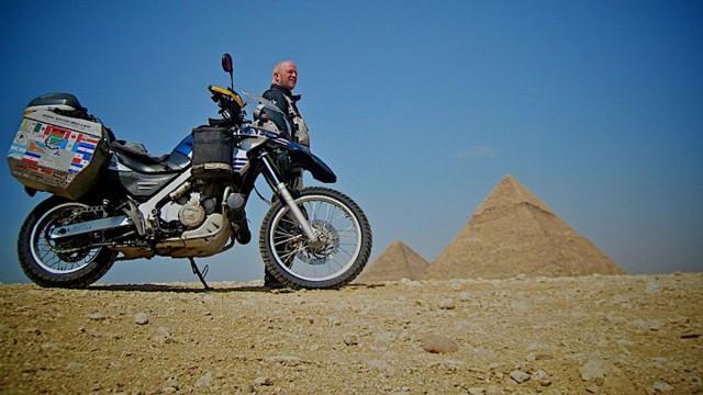 worldrider_allan_karl_egypt_pyramids