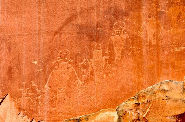 CR5-Ancient rock art in Capitol Reef NP