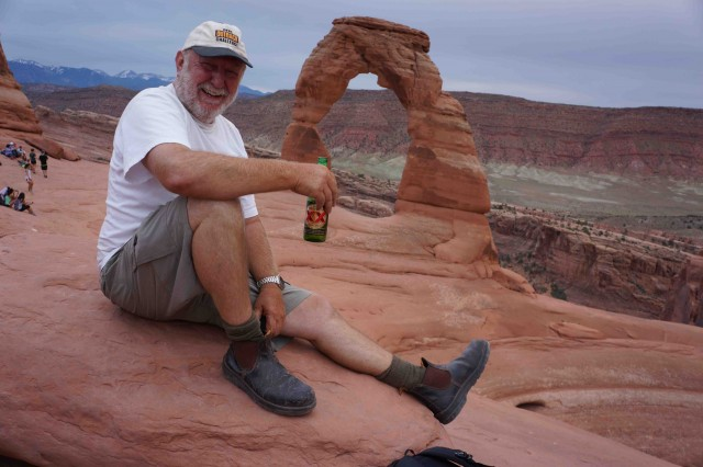 Moa4-Moonie celebrates his visit to Delicate Arch in Arches NP