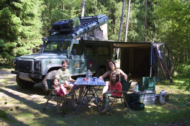 4-wheel-nomads family at the table