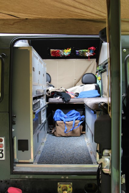 4-wheel-nomads inside bench