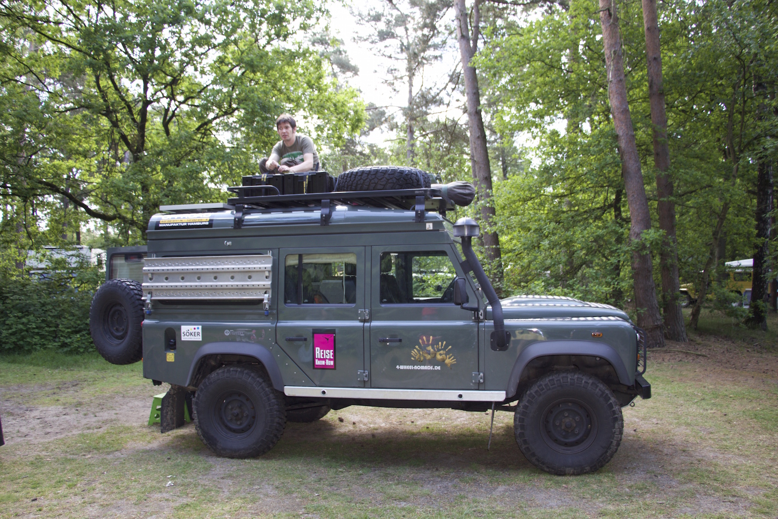 The most important decision was to go for a wedge shaped pop top roof. You might say that roof tents fit the Land Roveru0027s expedition image better ... & Featured Vehicle: 4-wheel-nomadsu0027 Land Rover Defender u2013 Expedition ...