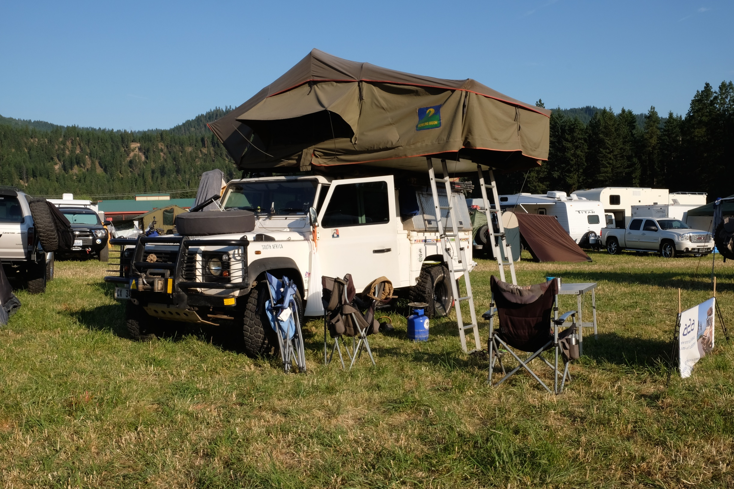 Invented more than half a century ago the folding soft roof top tent hasnu0027t changed much since inception. Materials have advanced as have refinements and ... & From the ExPo Vault: Hard Shell vs. Soft Shell Roof Top Tents ...
