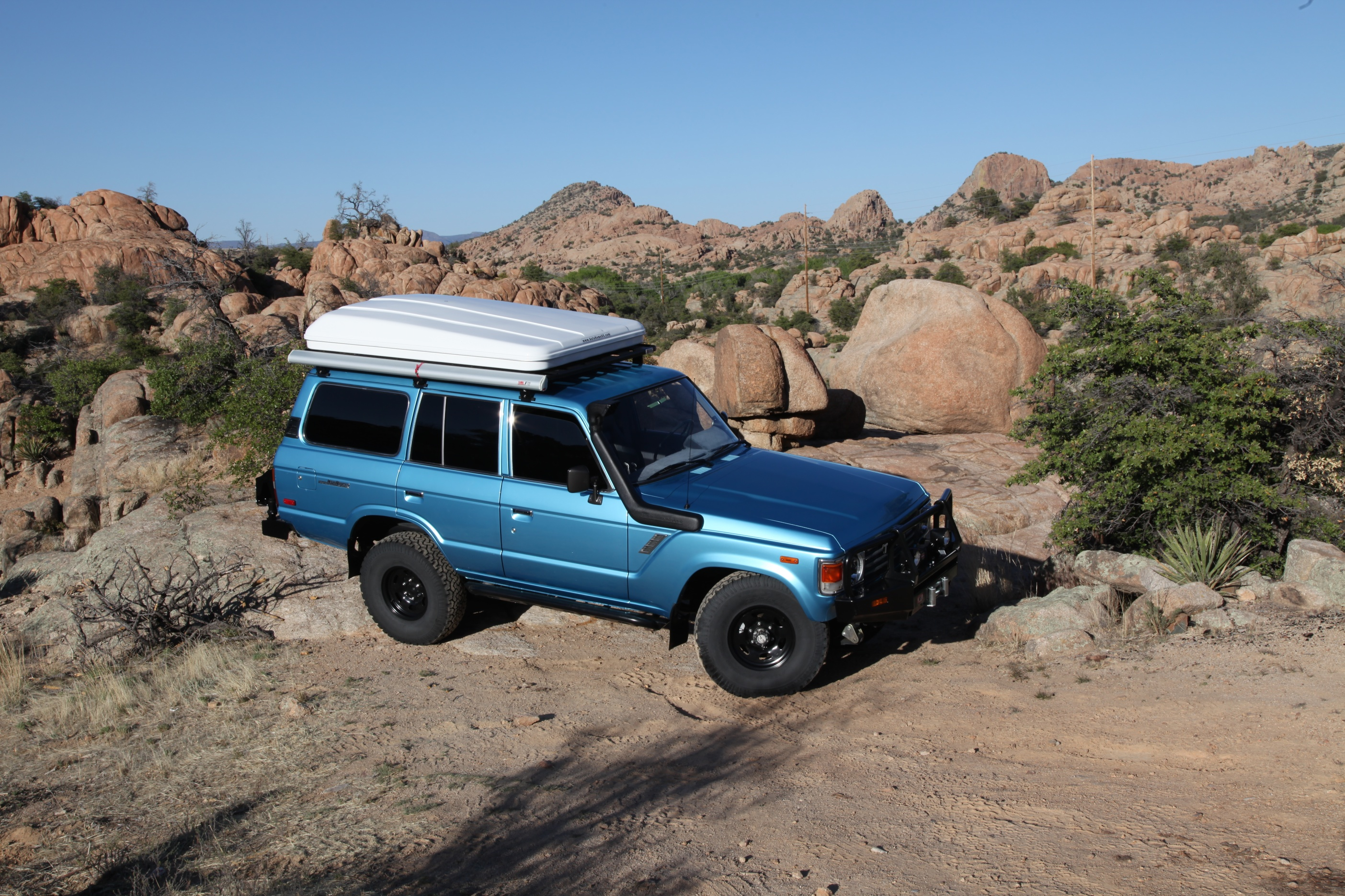 Although considerably newer than their soft shell counterparts hard shell tents have been around long enough to be nearly perfected by the handful of ... & From the ExPo Vault: Hard Shell vs. Soft Shell Roof Top Tents ...