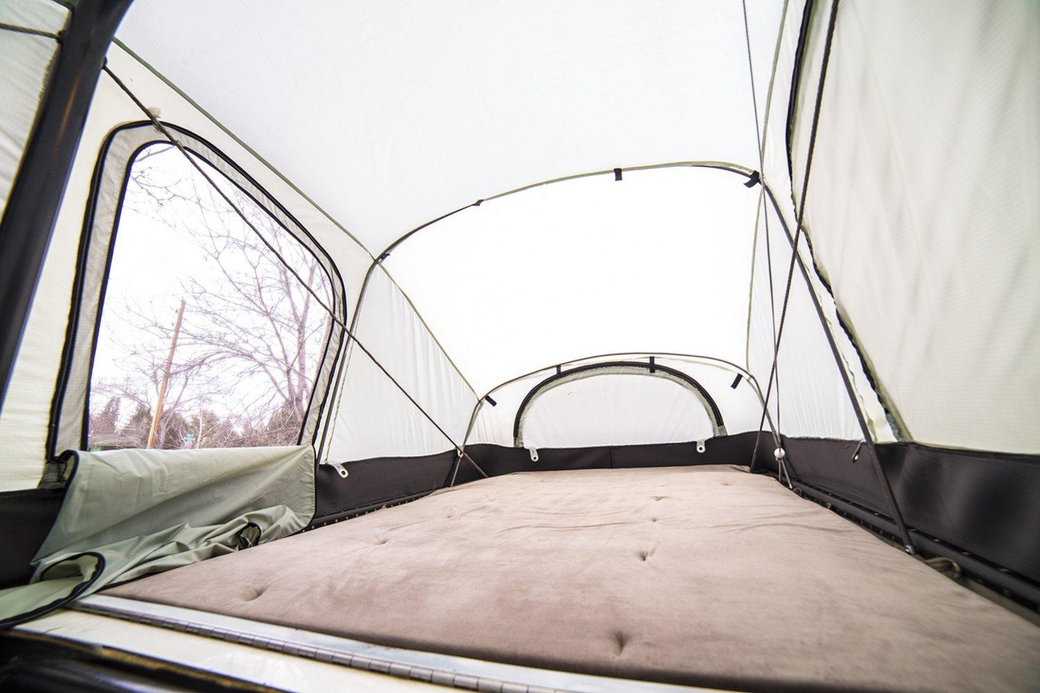 earthroamer int bed 1 window open