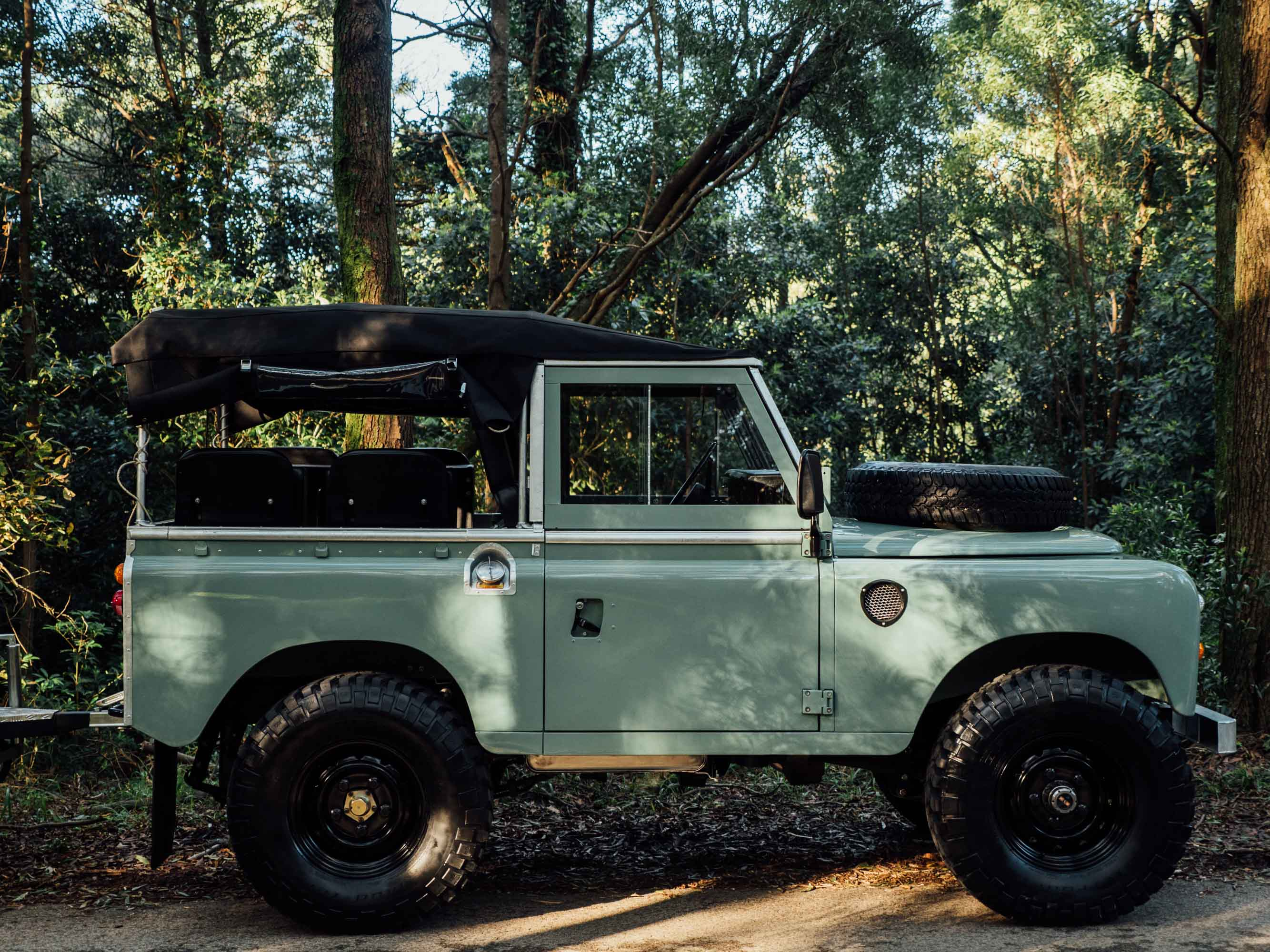 featured vehicle 1982 land rover series iii with. Black Bedroom Furniture Sets. Home Design Ideas