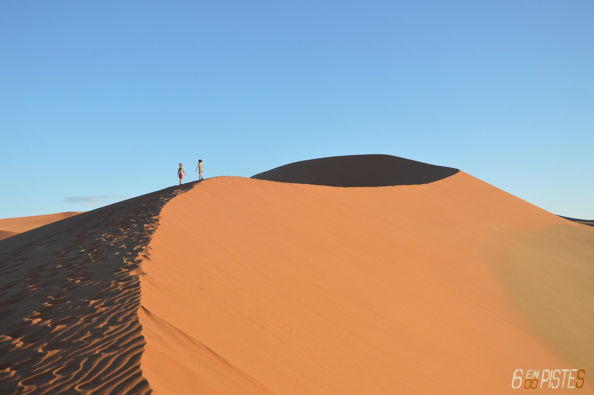 Six en Piste - Namibia red dunes