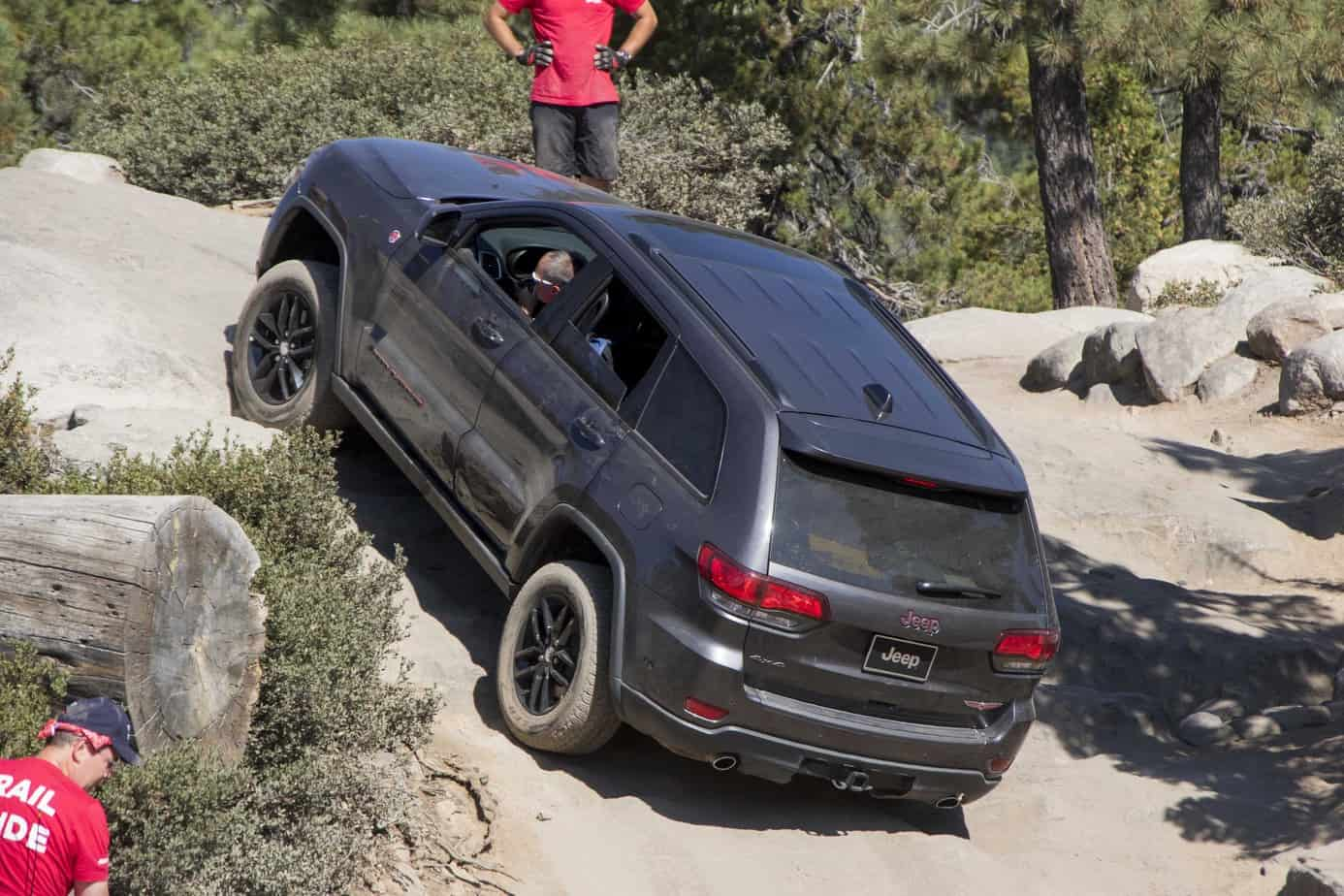 2016 Jeep Grand Cherokee Overland >> Jeep Grand Cherokee Trailhawk Edition Tackles the Rubicon ...