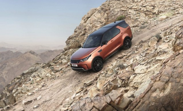 2017-Land-Rover-Discovery-111-876x535