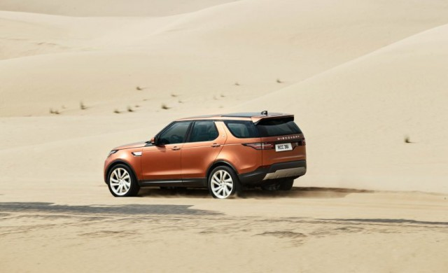 2017-Land-Rover-Discovery-117-876x535