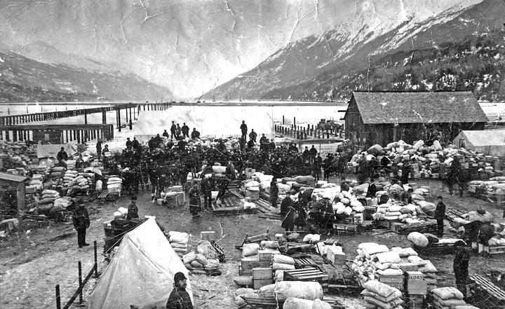 Dyea_Waterfront_March_1898_(Maslan)_1