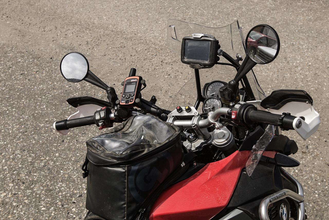 garmin inreach explorer 2021 mounted on motorcycle