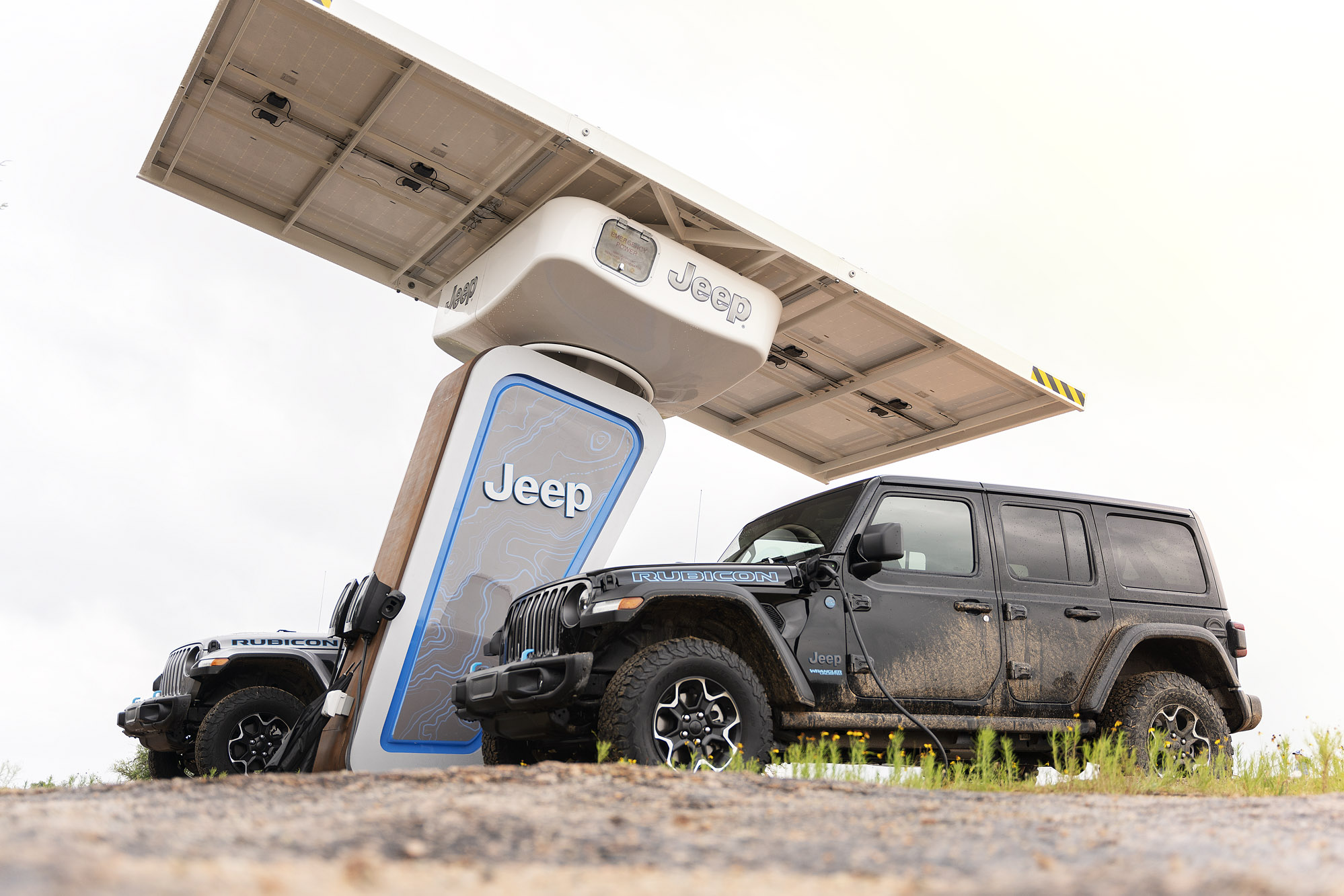 Jeep 4xe level 2 off-grid solar charging station