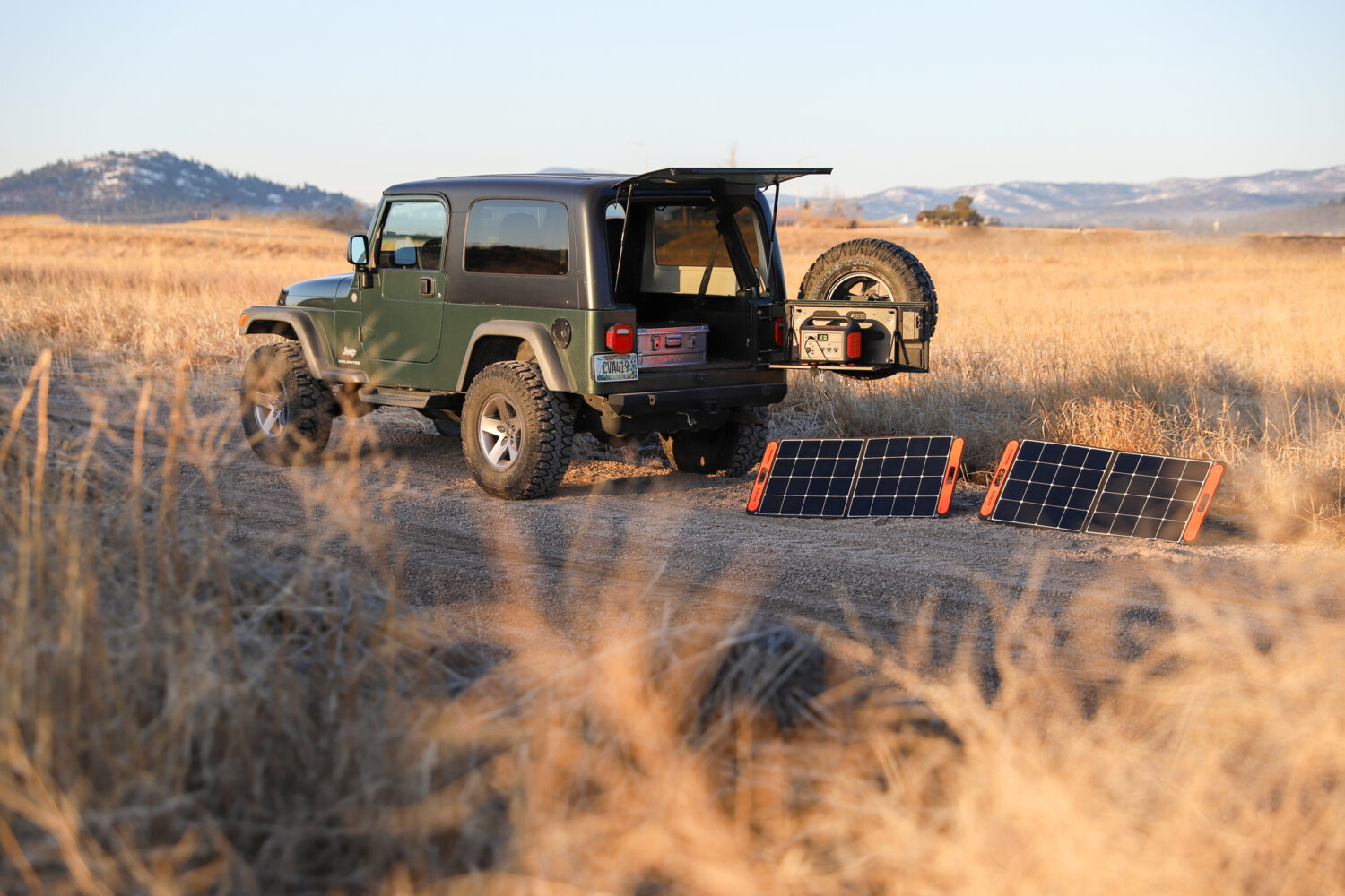 portable power jackery and jeep
