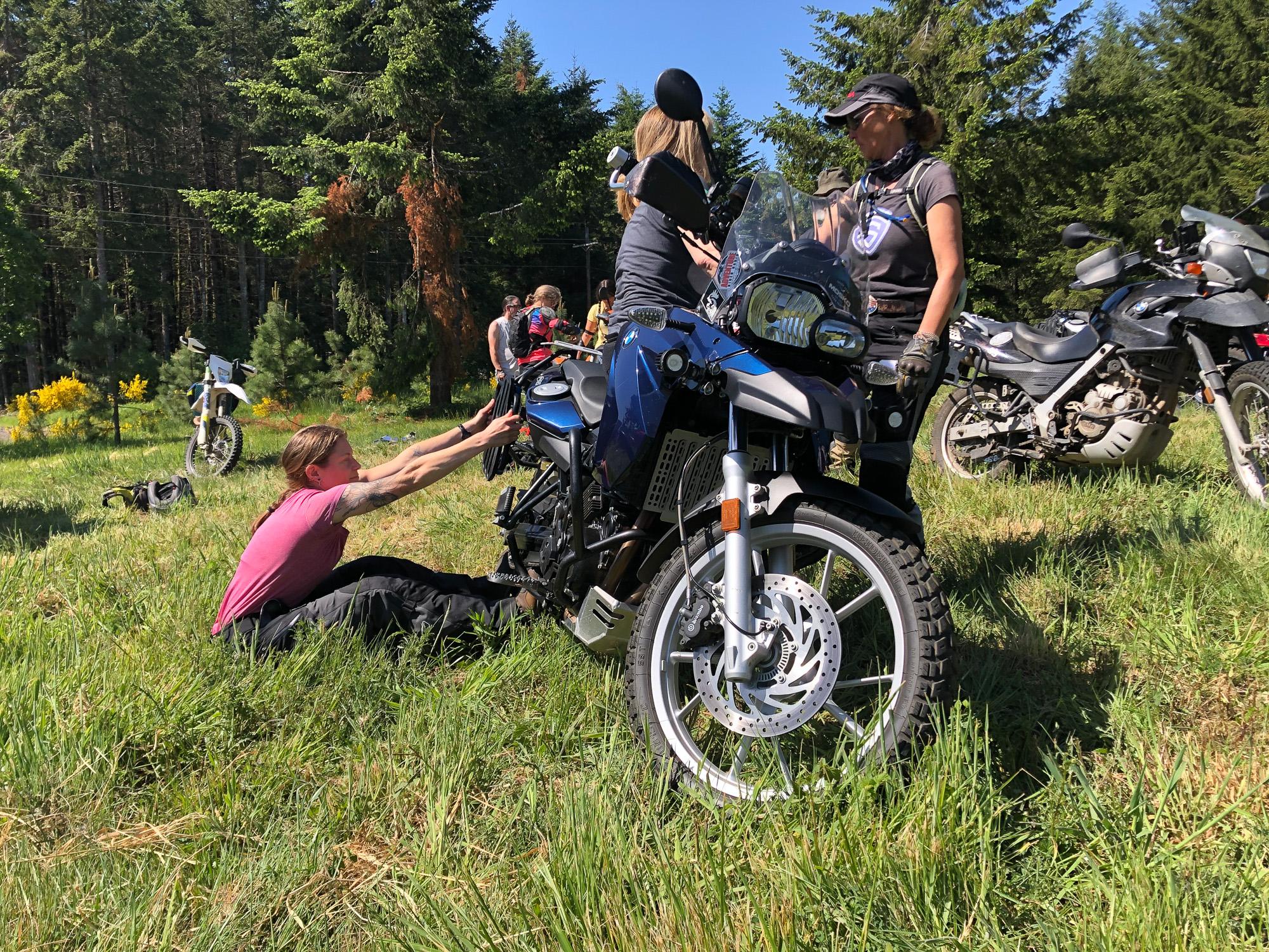 sheADV moto training course level 1/2 monkey lift