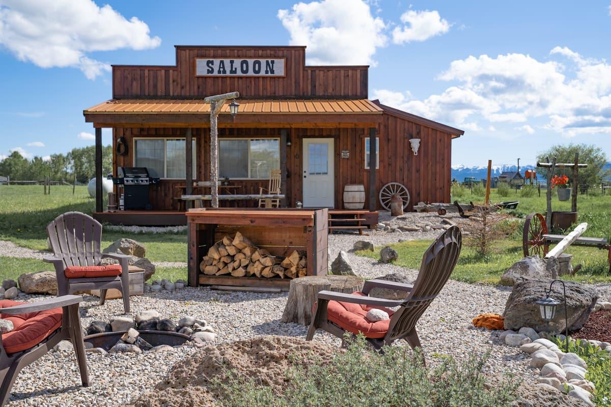 western saloon 1