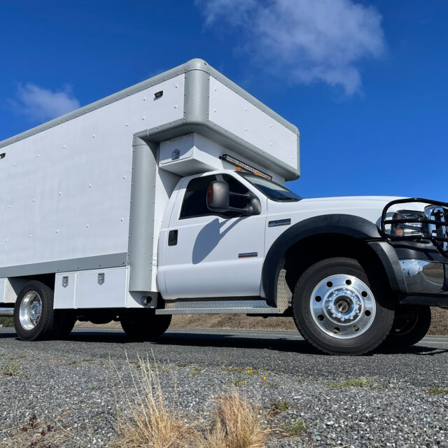 Overland Classifieds :: 2007 4×4 F-550 with Off-Grid Tiny House
